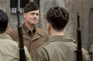 Brad Pitt encarnando o sulista de sotaque tão forte quanto sua brutalidade, 'Aldo Raine'
